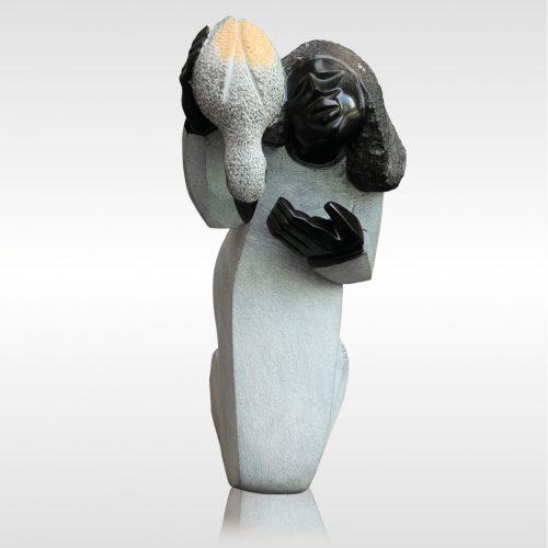 "Skulptur ""Love with nature"" von Munyaradzi Jeche"