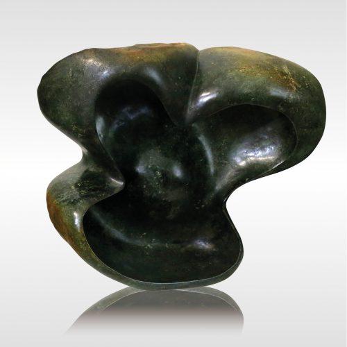 "Skulptur ""Birds Protecting Egg"" von Rickson Zavare (Murehwa)"