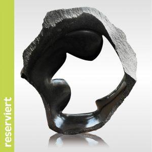 "Skulptur ""Hiding Cold"" von Rickson Zavare"